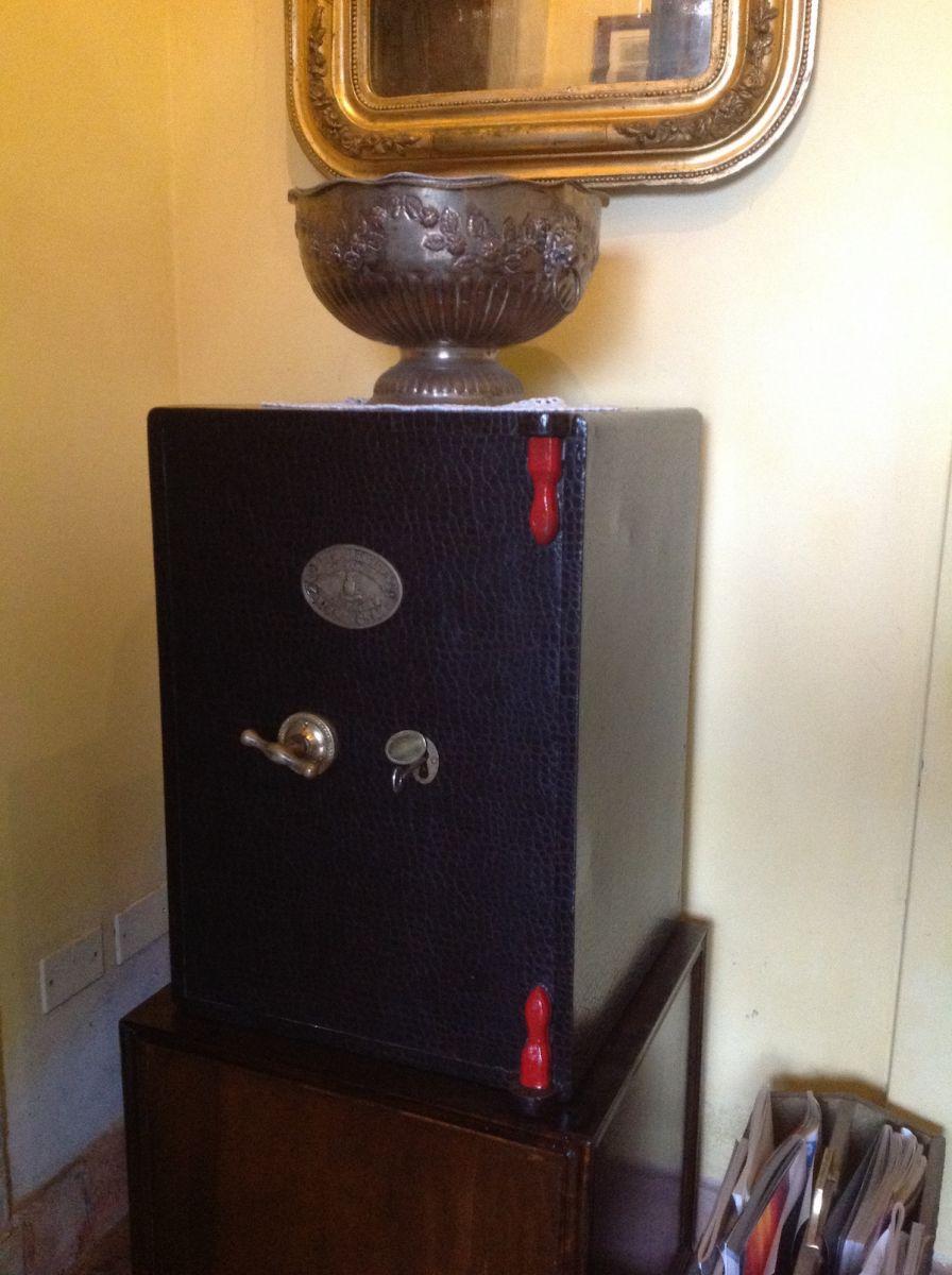 Cassaforte originale inglese di epoca vittoriana in ferro