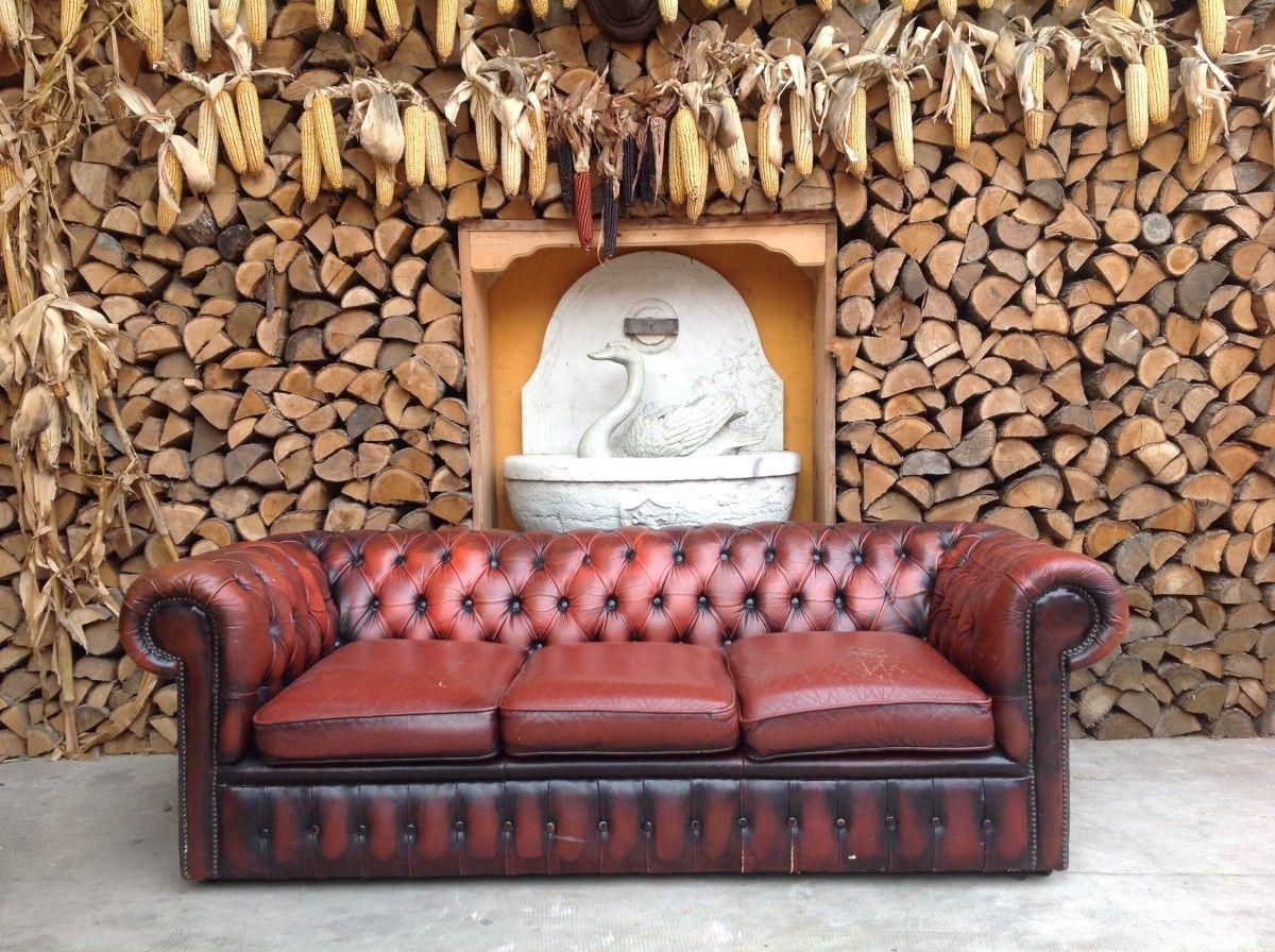 Divano chesterfield 3 posti originale inglese vintage in vera pelle color rosso - Divano in pelle rosso ...