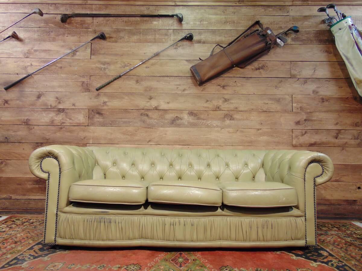 Divano chesterfield 3 posti originale inglese vintage in vera pelle color verdino - Divano in inglese ...