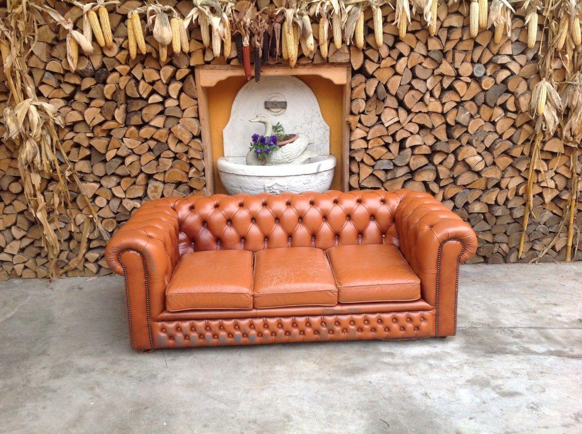 Divano chesterfield 3 posti originale inglese vintage in vera pelle color arancio - Divano in inglese ...