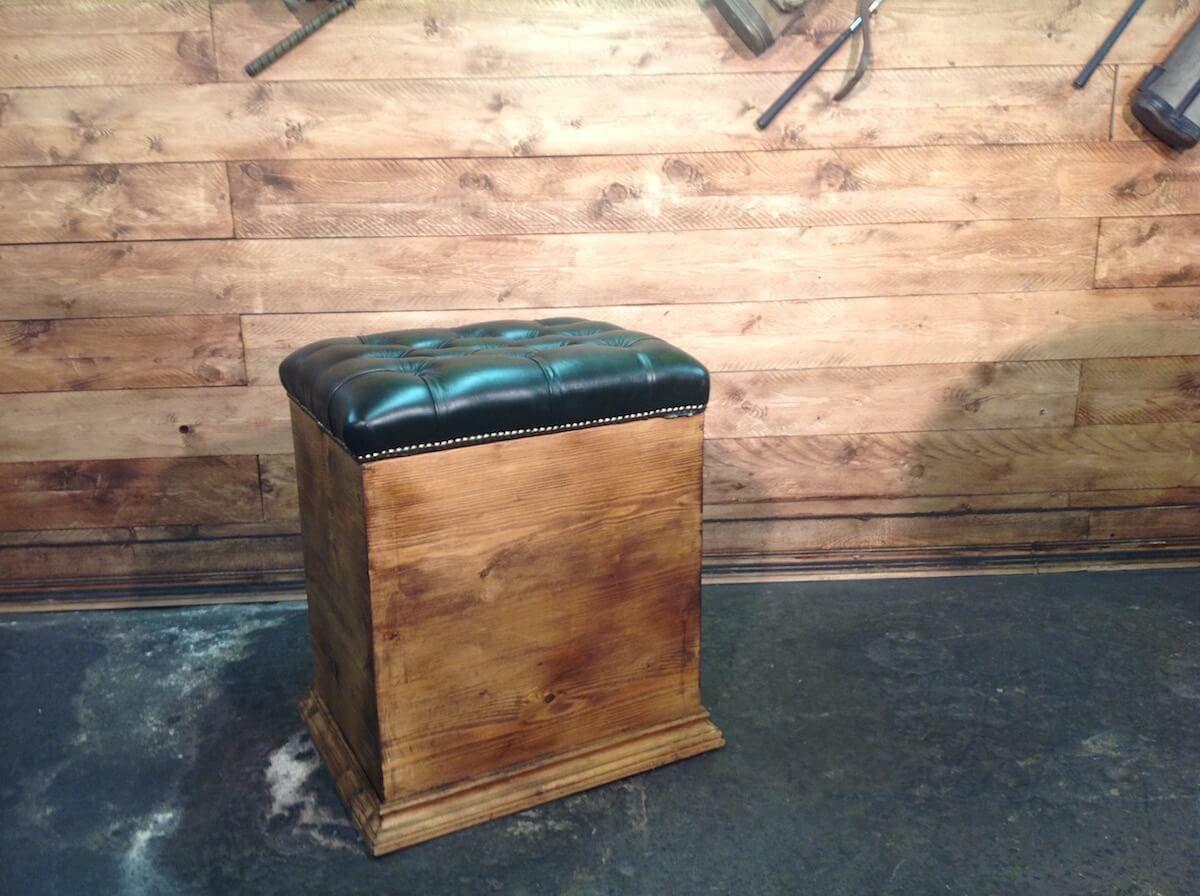 pouf chesterfield color verde con cassa in legno. Black Bedroom Furniture Sets. Home Design Ideas