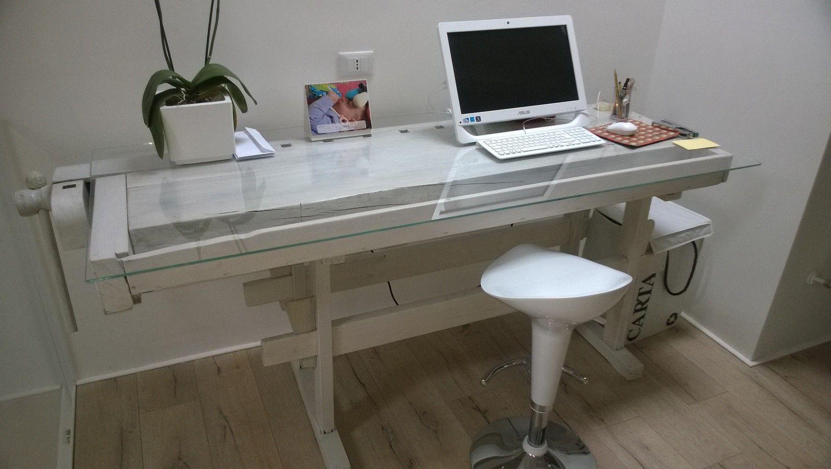 Esempio di banco da lavoro bianco - Tavoli per macchine da cucire ...