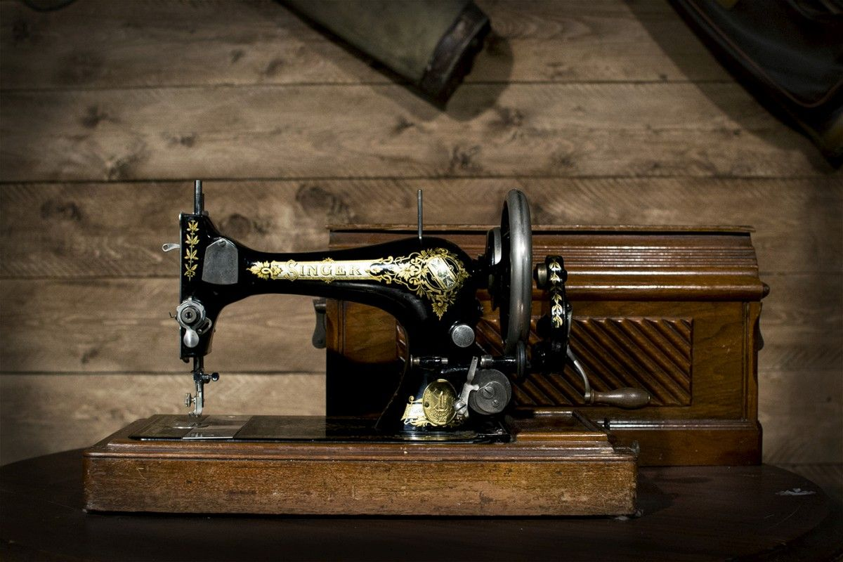 Antica macchia da cucire singer ebay - Mobili per macchine da cucire ...