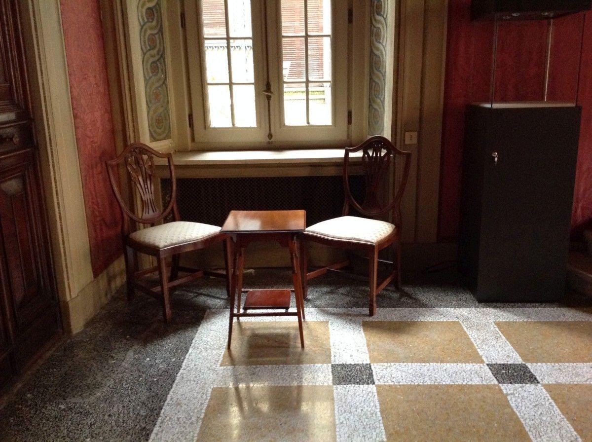 Esempio di un allestimento di divani Chesterfield a ...