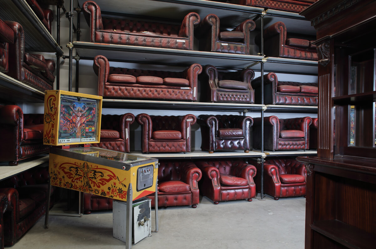 Original Chesterfield armchairs and sofas - sale and rental - Baratti Antichità