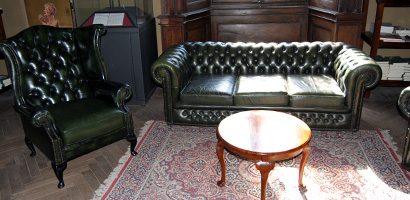 Baratti Antique Shop - Rental of Chesterfield sofas and armchairs for events - 2