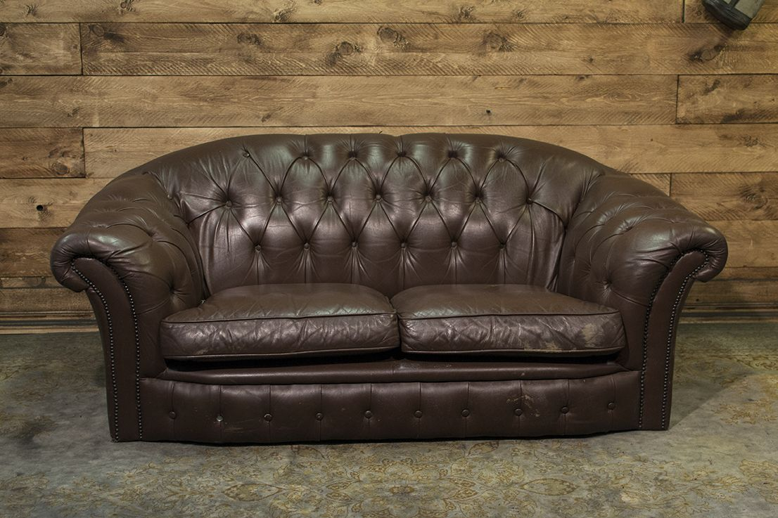Original vintage English 2 seater Chesterfield sofa in genuine brown leather dsc_0622.png
