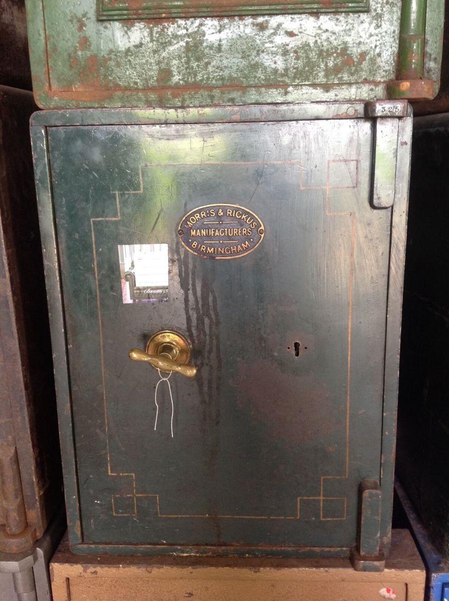 Cassaforte antica inglese in ferro img_7278.jpg