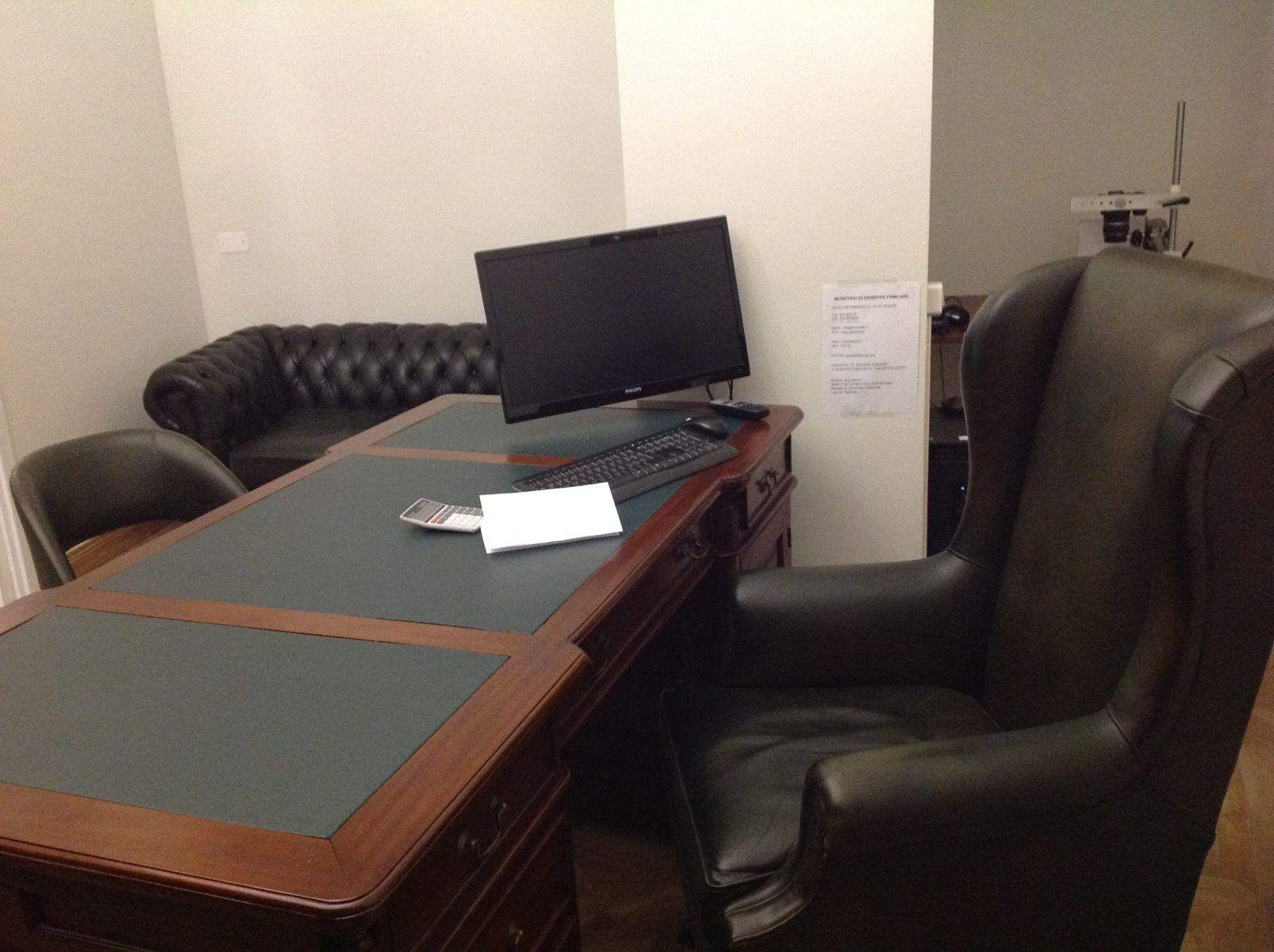 Allestimento di un ufficio img_2497.jpg