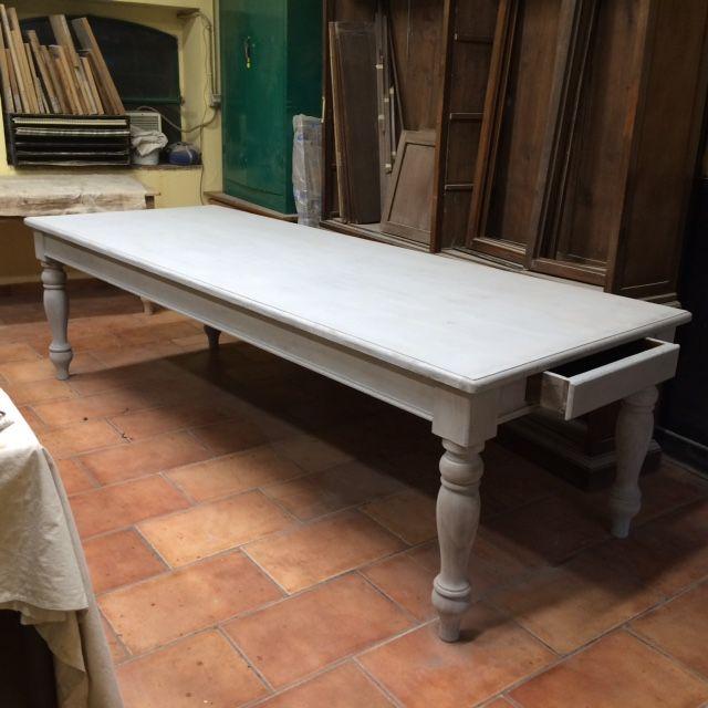 Tavolo da osteria costruito a mano in abete color grigio img_4104.jpg