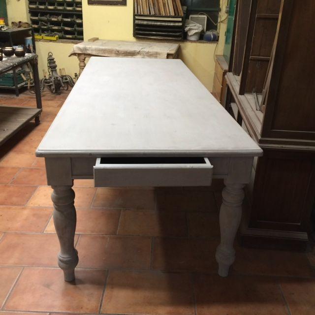 Tavolo da osteria costruito a mano in abete color grigio img_4105.jpg