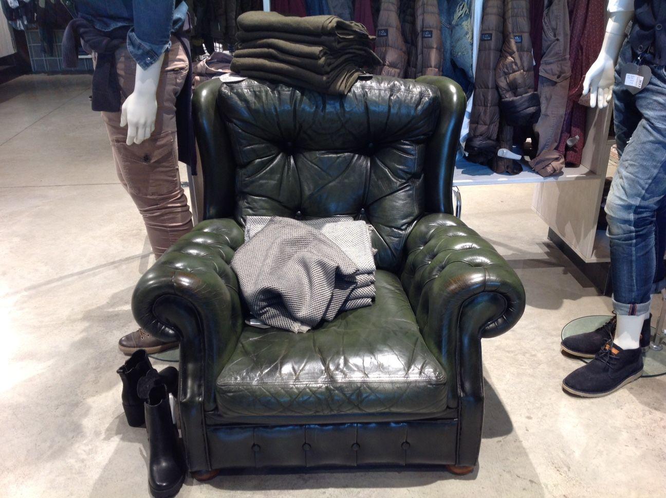 "Equipment at the ""Milano moda"" store in Trezzo d'Adda img_4722.jpg"