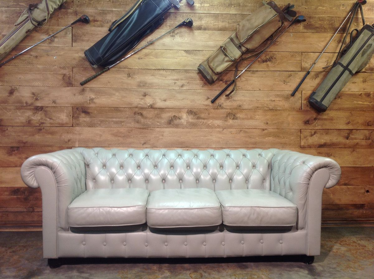 English vintage Chesterfield 3 seater sofa in genuine light gray leather img_5658.jpg