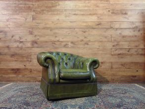 Poltrona Chesterfield Club originale inglese vintage in vera pelle color verde dsc01717.jpg