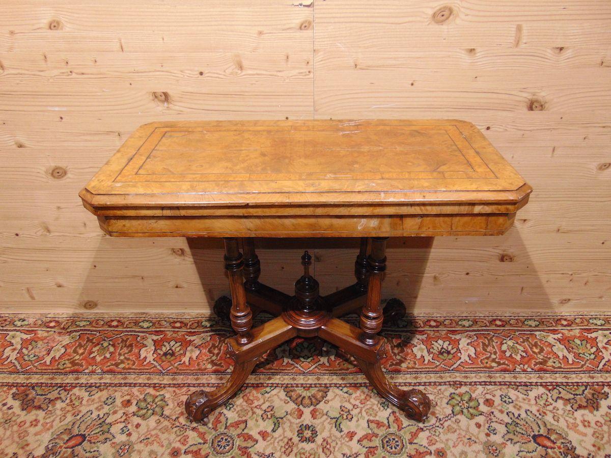 Console in walnut briar 1784..jpg