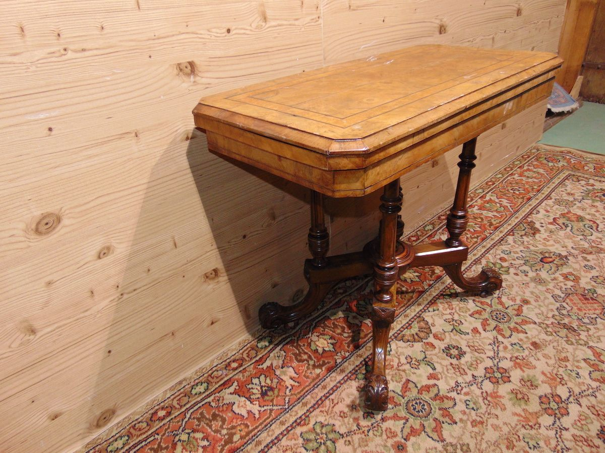 Console in walnut briar 1784...jpg