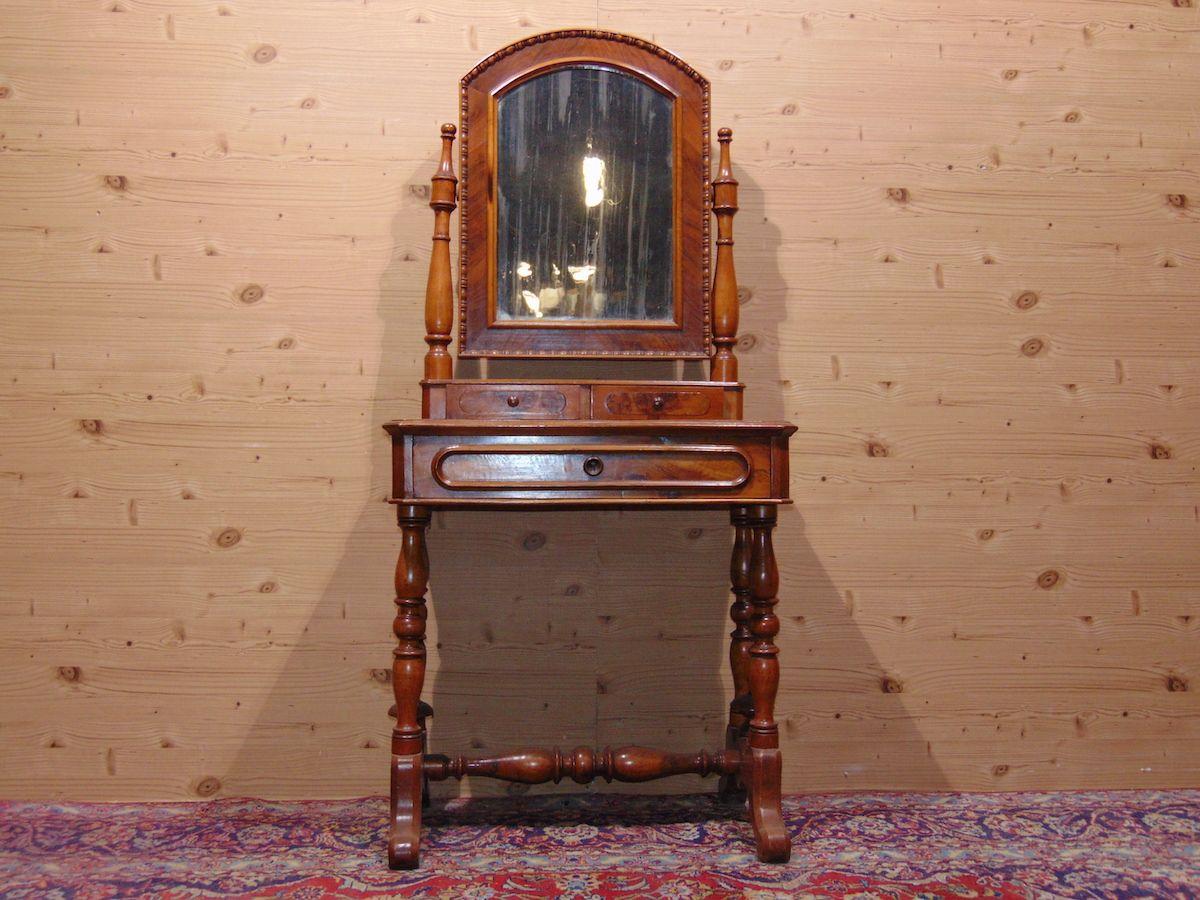 Petinause in noce con specchio 1734.jpg
