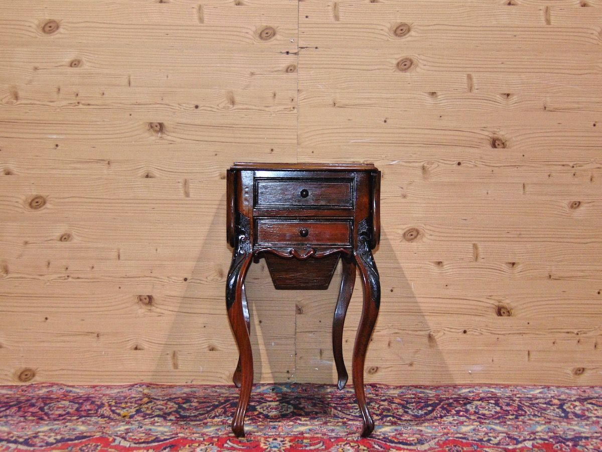 Tavolino a bandelle con cassetti 1735.jpg