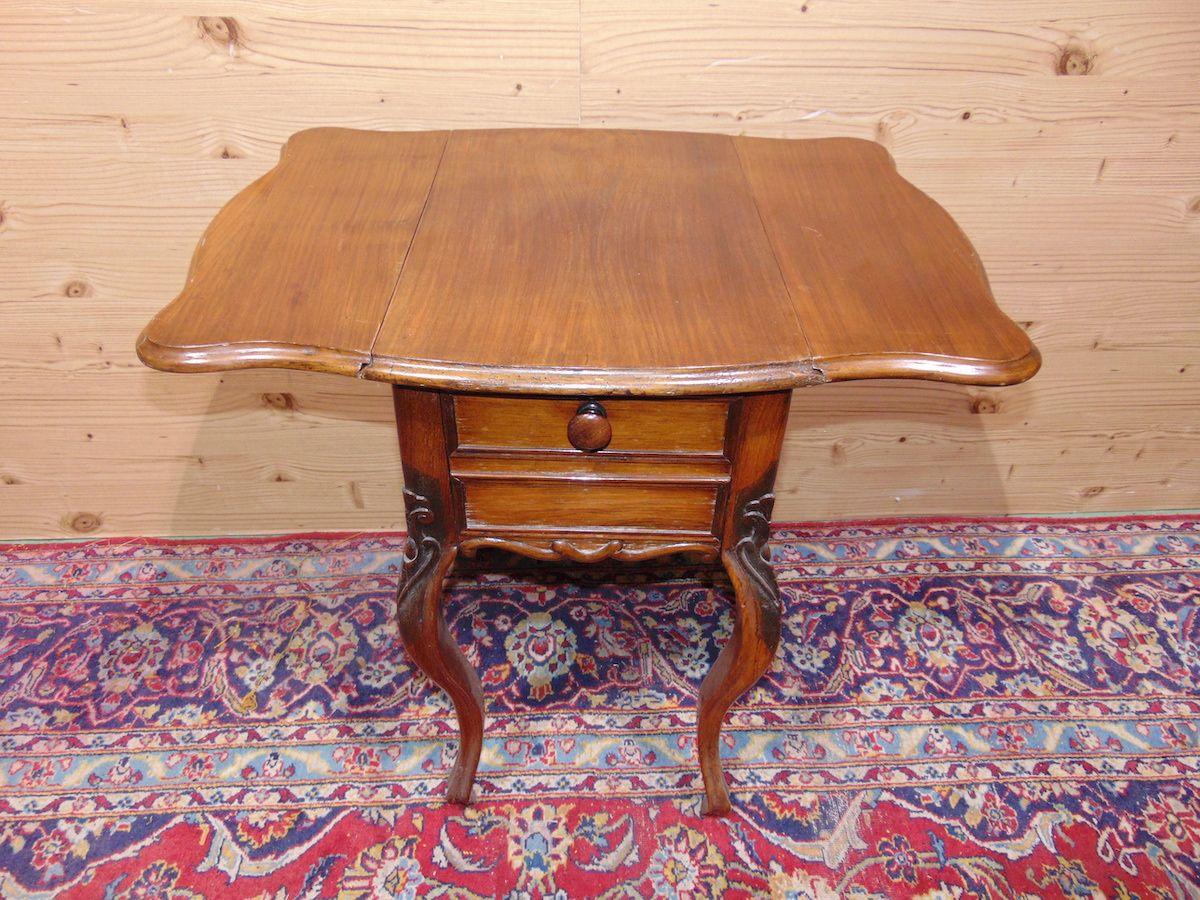 Tavolino a bandelle con cassetti 1735......jpg