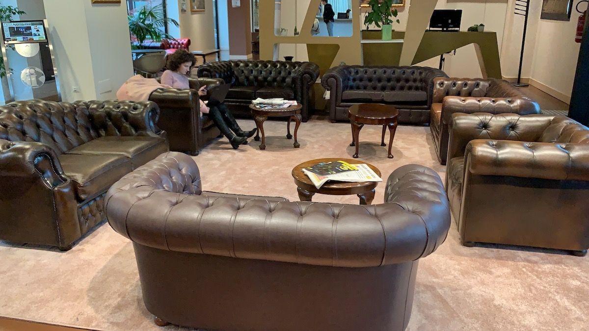 Fabbrica Divani A Brescia english vintage chesterfield 3-seater sofa in genuine