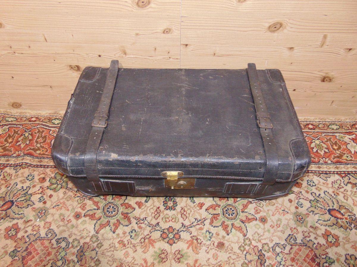 Valigia in cuoio nera 1797..jpg