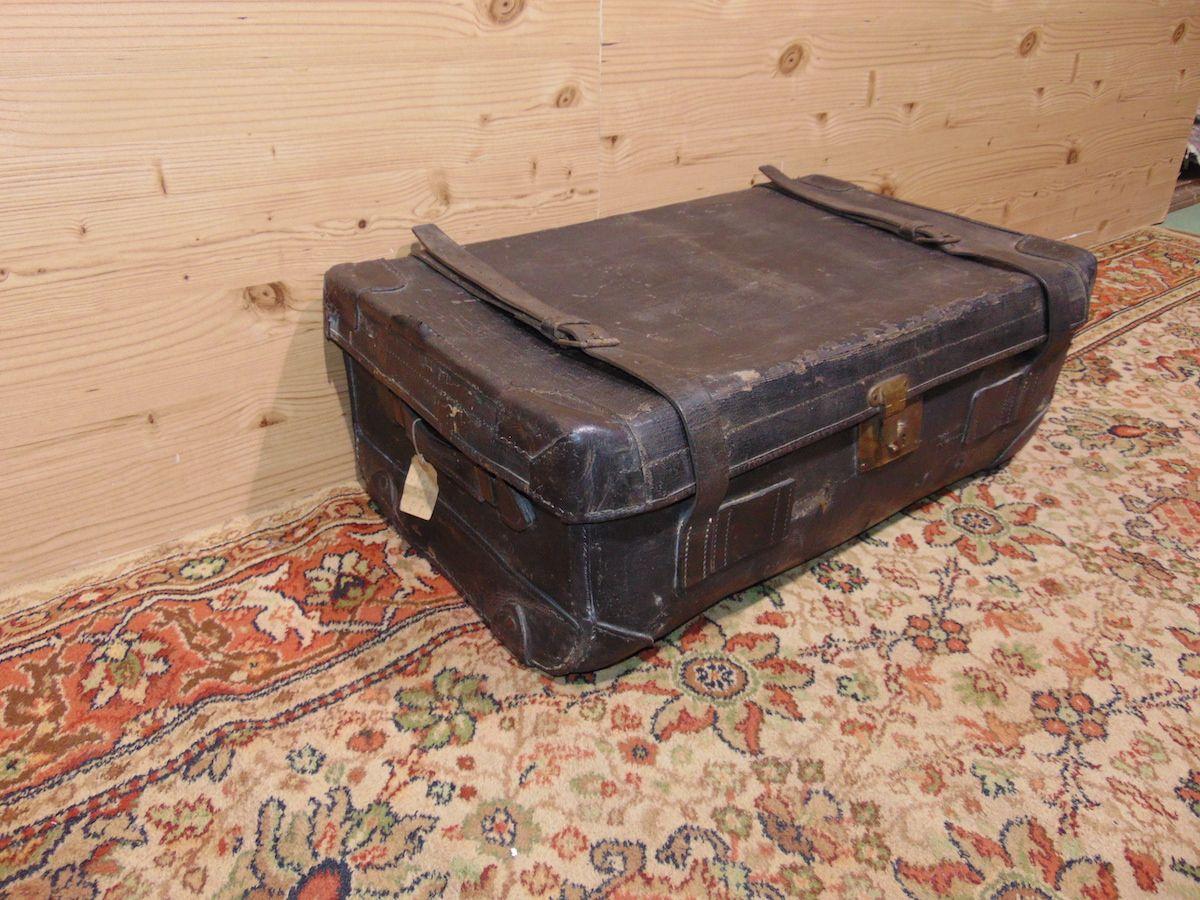 Valigia in cuoio nera 1797...jpg