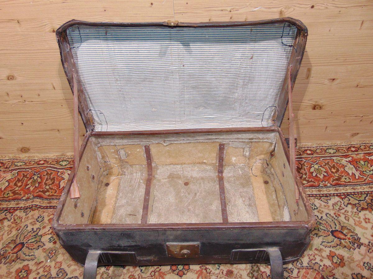 Valigia in cuoio nera 1797.....jpg