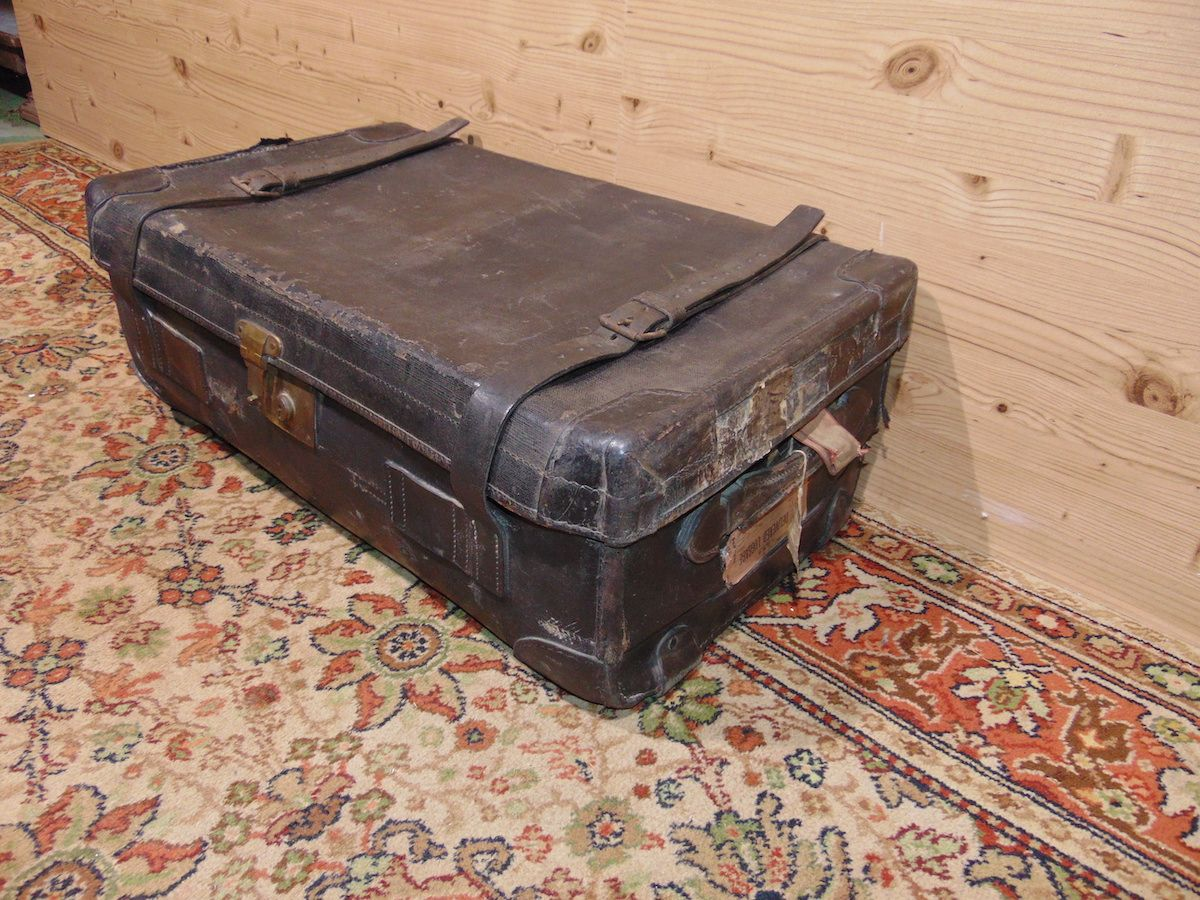 Valigia in cuoio nera 1797....jpg