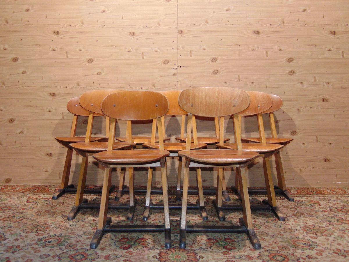 Sedie da scuola in legno 1808.jpg
