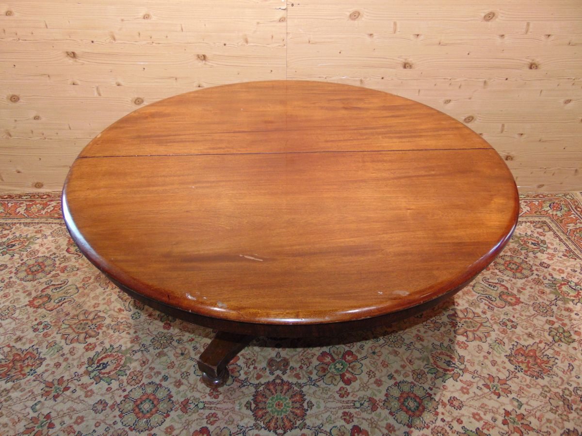 Antico tavolo tondo 1902..jpg