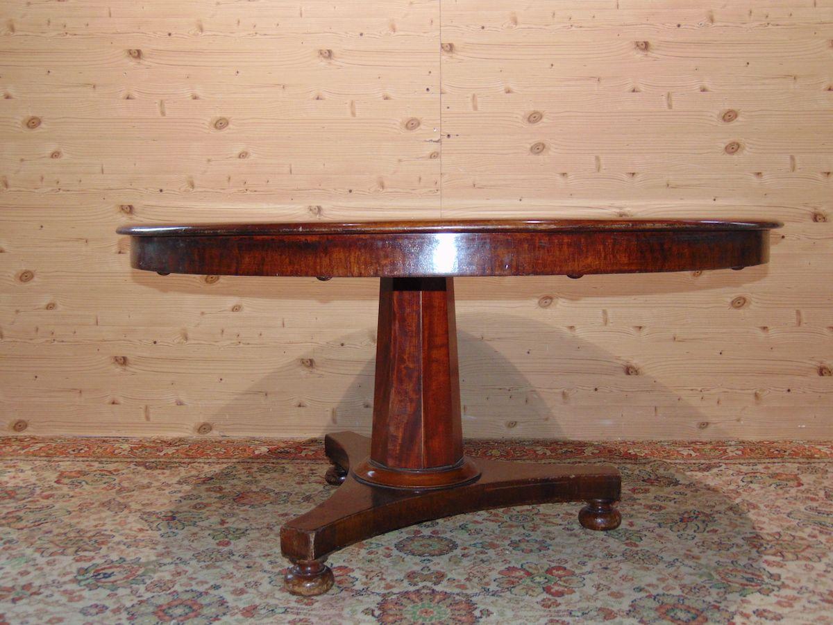Antico tavolo tondo 1902.jpg