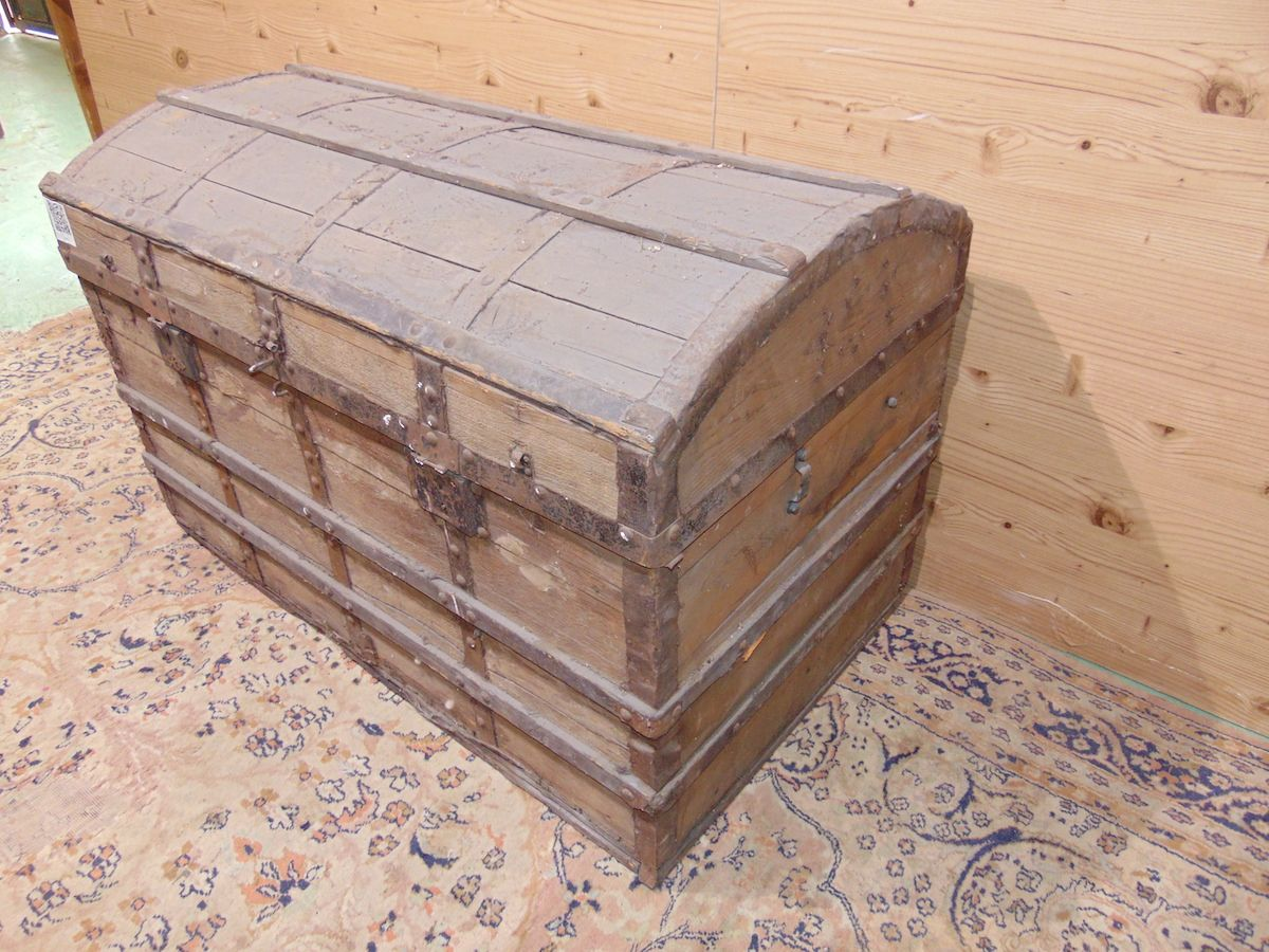 Old wooden trunk 1933....jpg