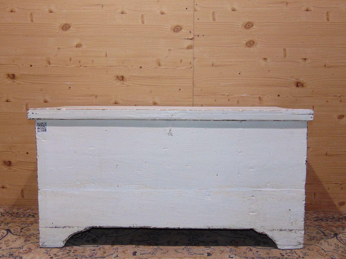 Cassapanca in legno povero laccata di bianco 1934.jpg