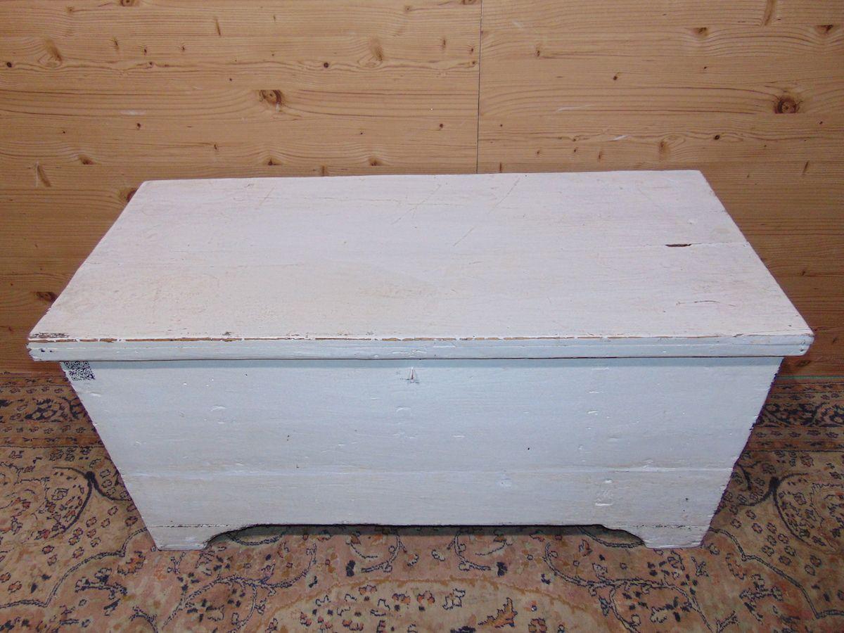 Cassapanca in legno povero laccata di bianco 1934..jpg