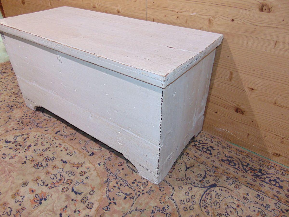 Cassapanca in legno povero laccata di bianco 1934....jpg