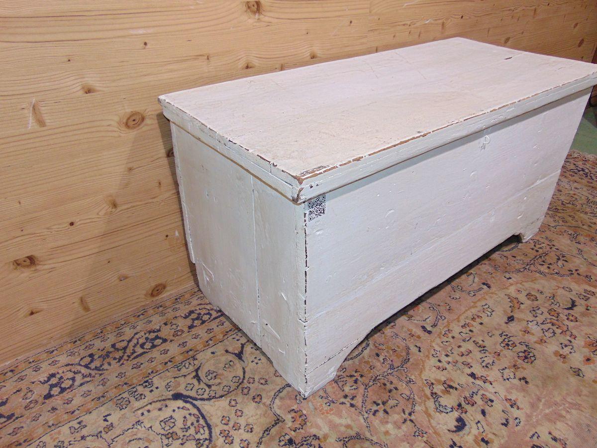 Cassapanca in legno povero laccata di bianco 1934...jpg