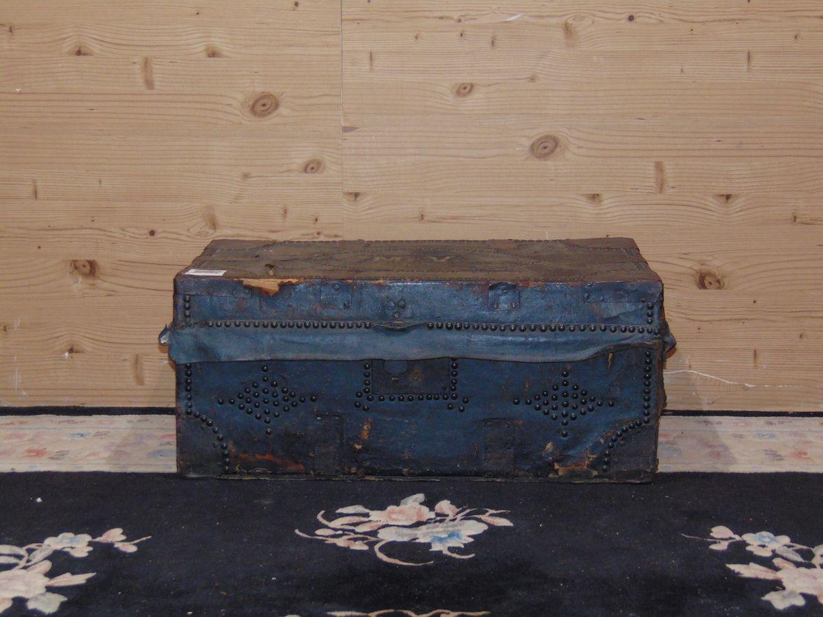 Leather trunk 2028.jpg