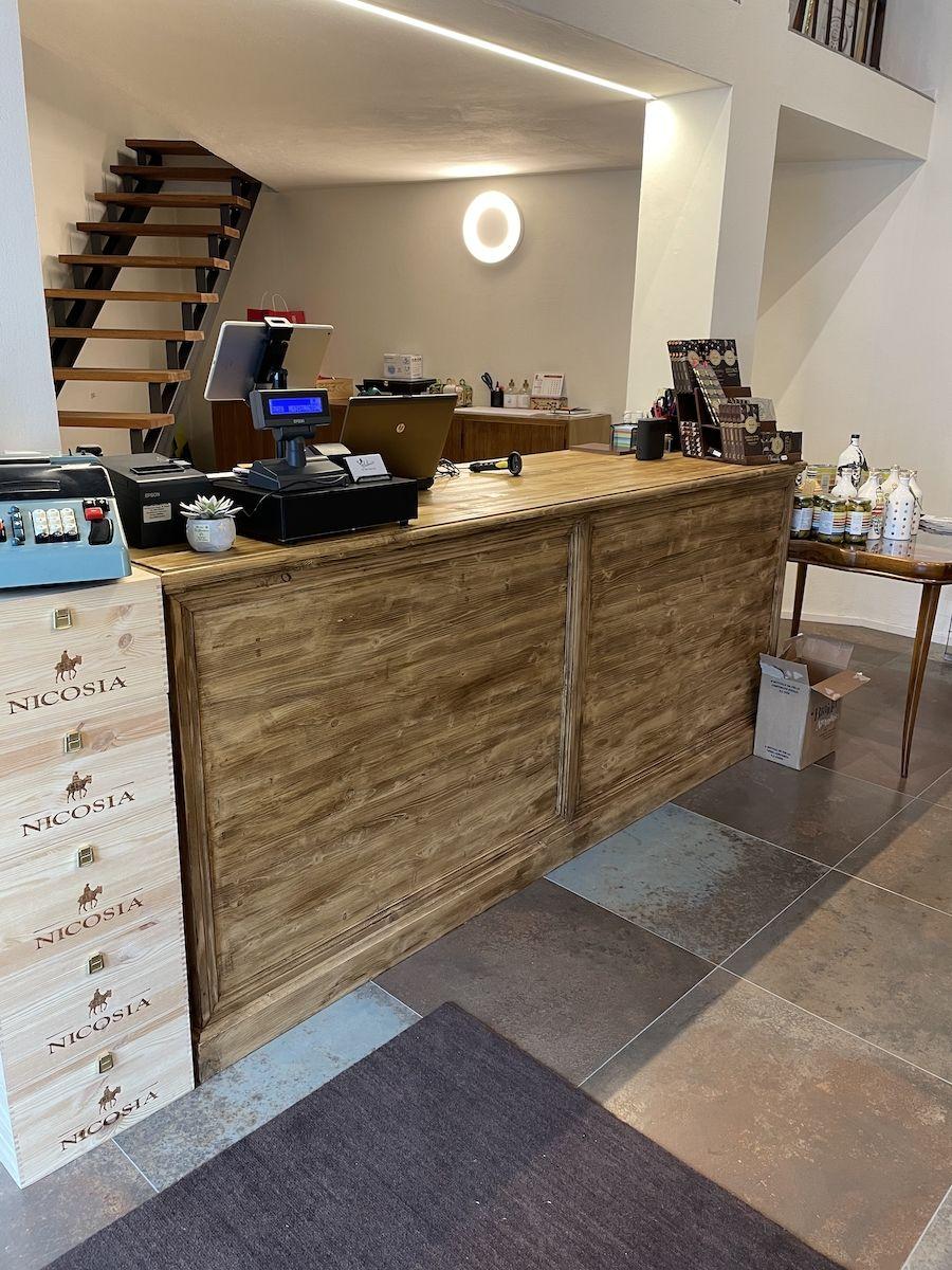 Bancone bar costruito in legno massello img_1165.jpg