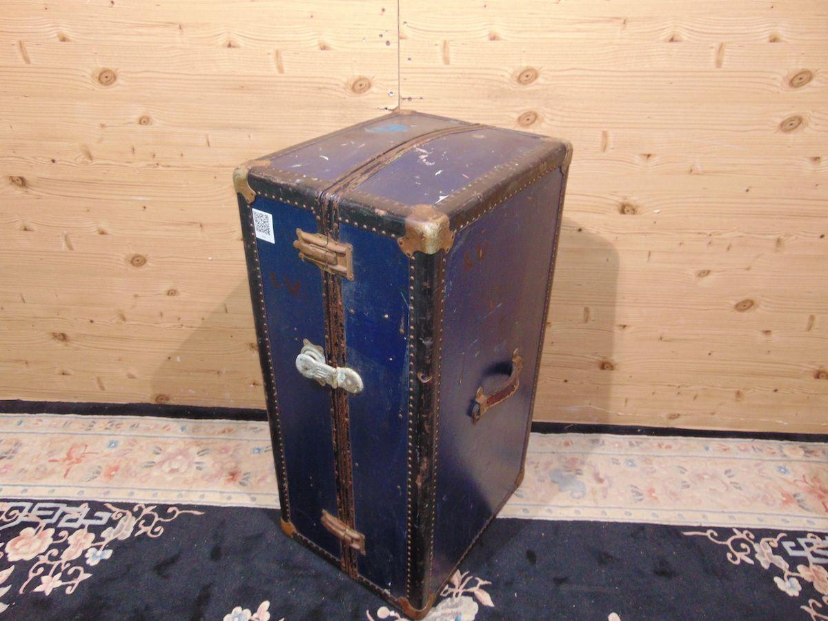 Blue travel suitcase 2039..jpg