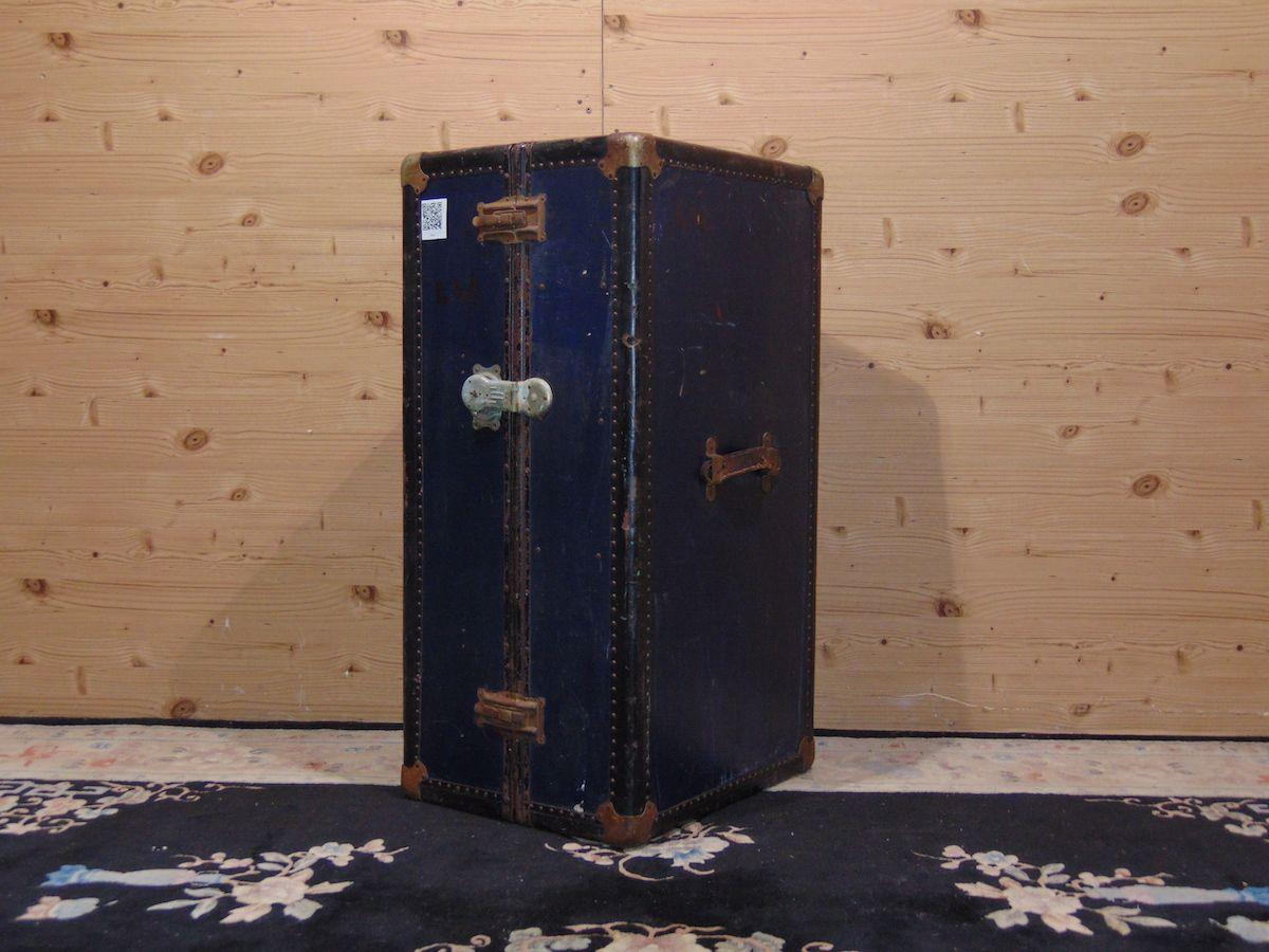 Blue travel suitcase 2039.jpg