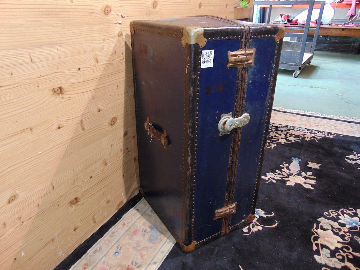 Blue travel suitcase 2039...jpg