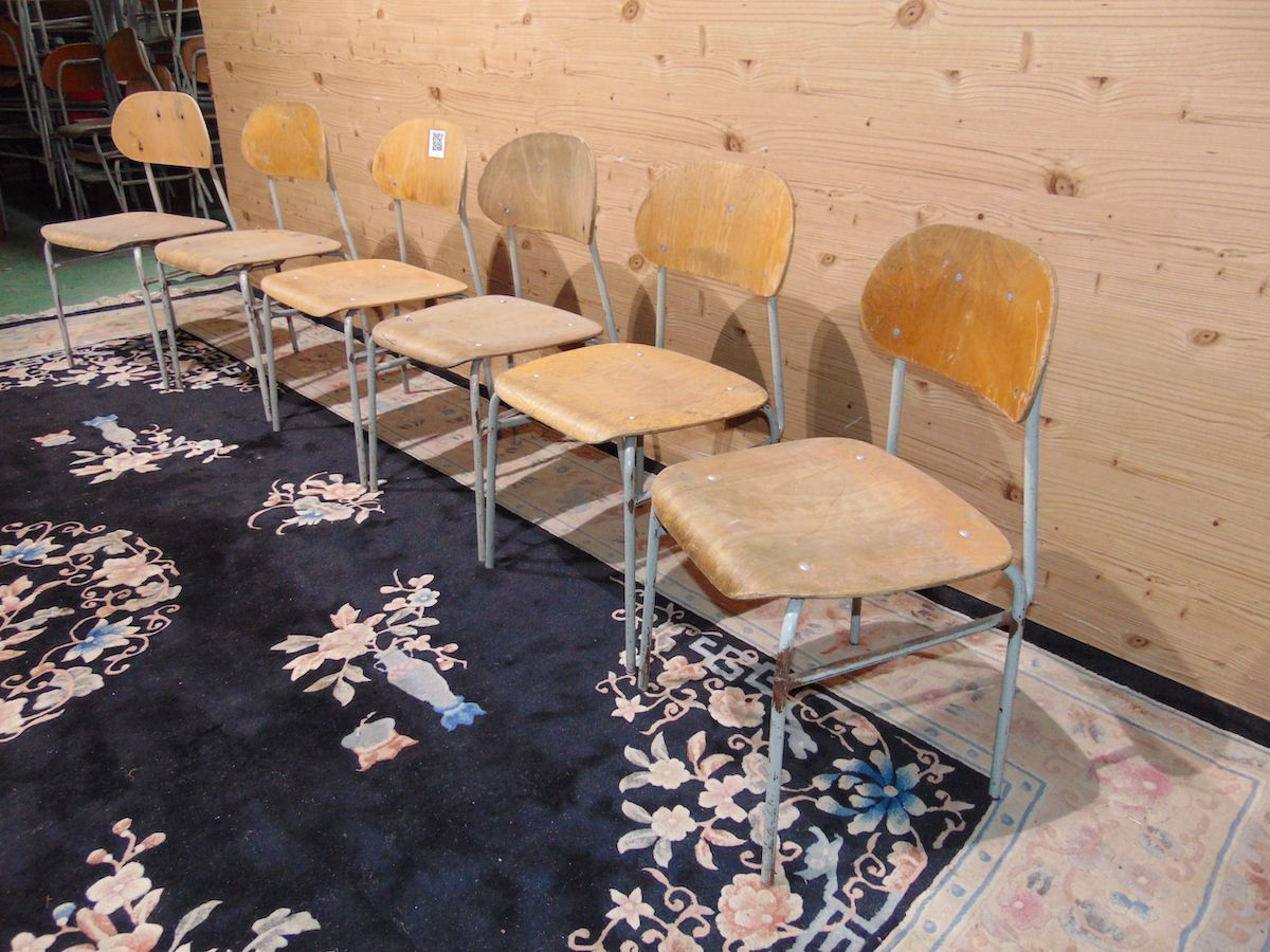 School chairs in iron and beech 2061....jpg