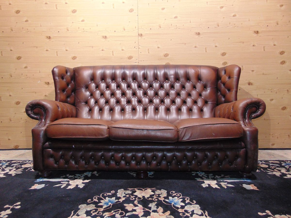 Brown Chesterfield Monk lounge 2174.jpg