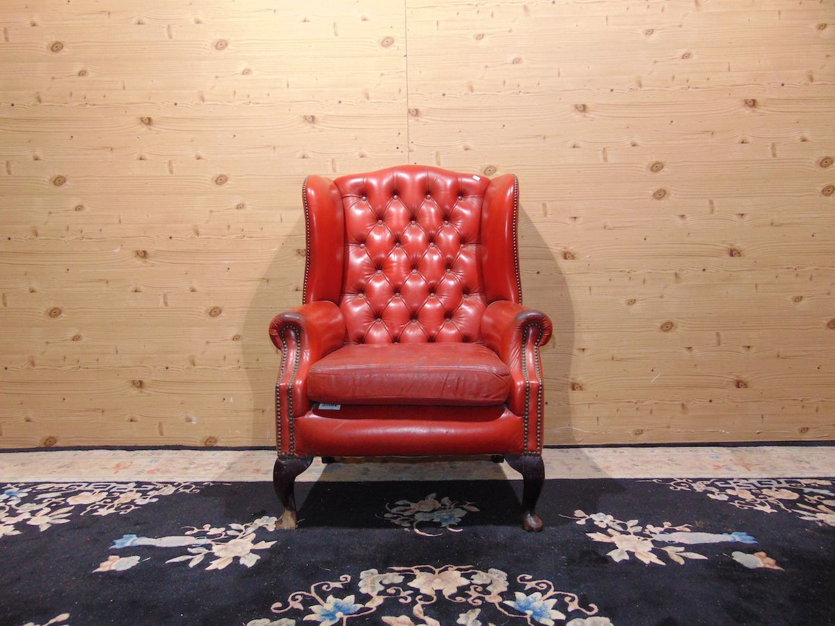 Chesterfield Queen Anne armchair red 2180.jpg