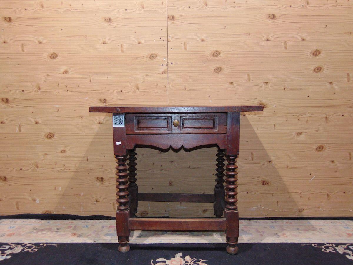 Tavolino con gambe a torciglione 2205.jpg