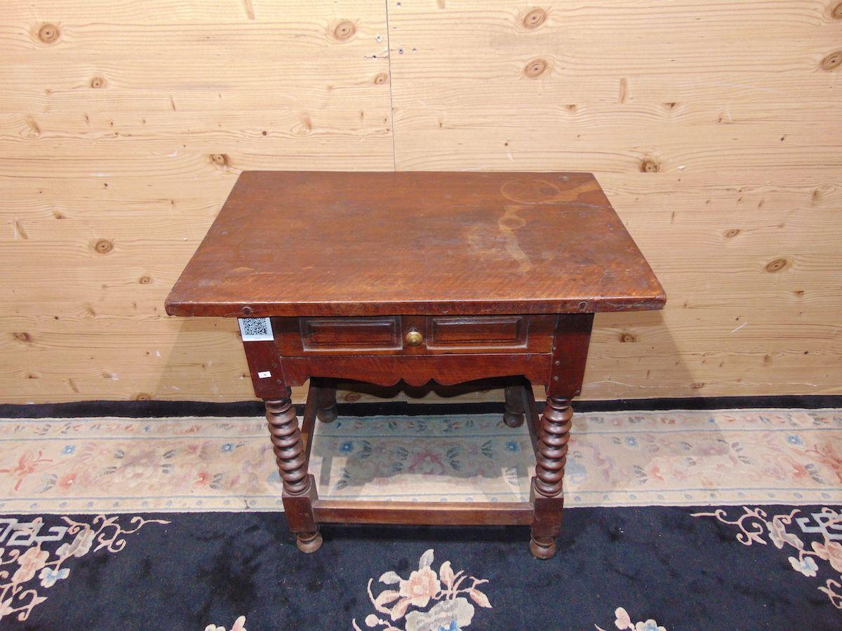 Tavolino con gambe a torciglione 2205..jpg
