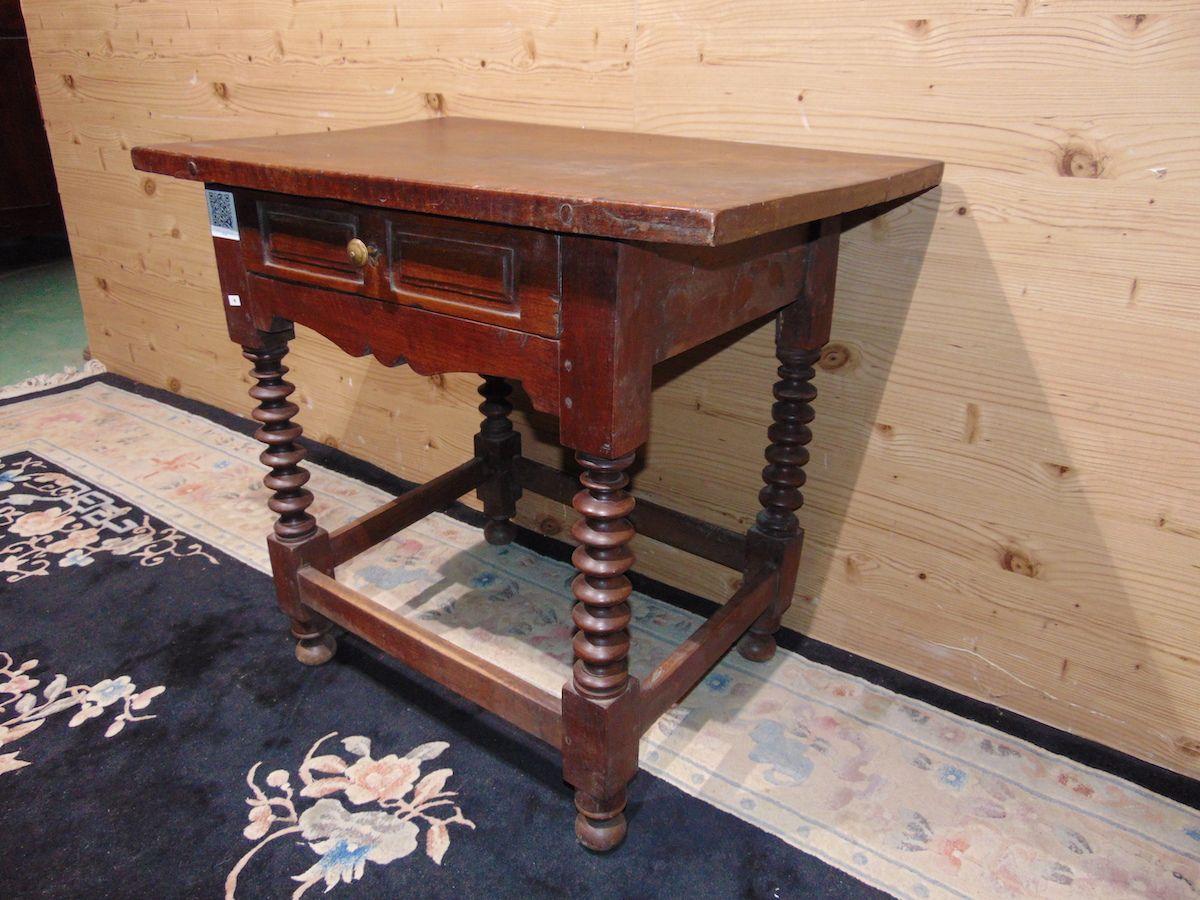Tavolino con gambe a torciglione 2205....jpg