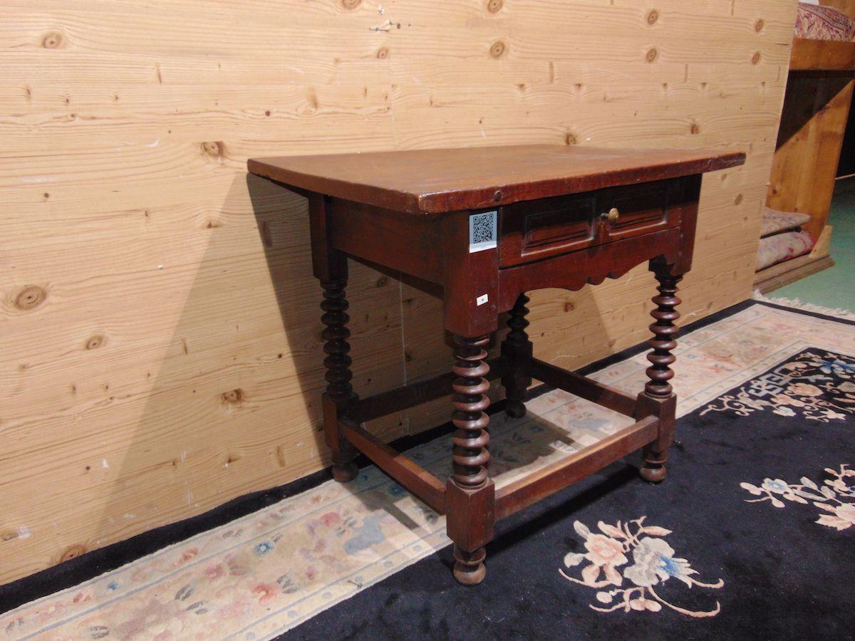 Tavolino con gambe a torciglione 2205...jpg