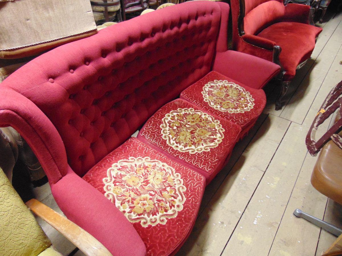 Divano Chesterfield in velluto con ricami sui sedili dsc02697.jpg