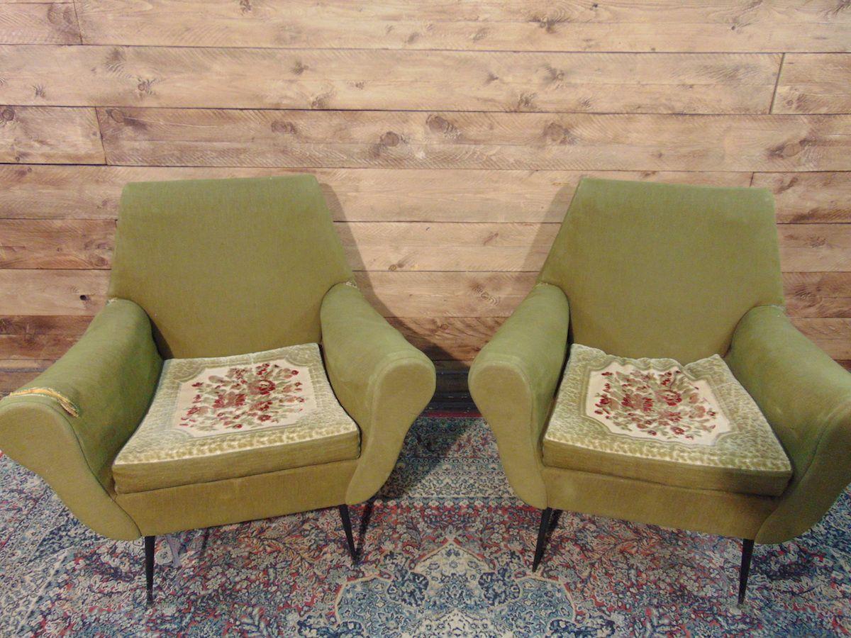 Poltroncine vintage con piedi in ottone e cuscini ricamati dsc01532.jpg